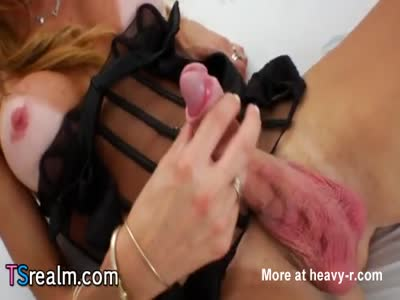 Latin Tranny Laura Ferraz Pleases Herself