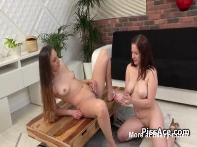 Lesbian Peeing