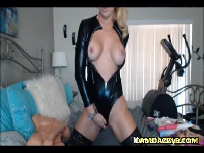 Blonde MILF Love Showing Her Sexy Body