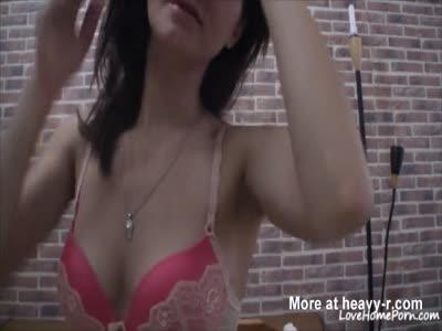 Webcam hottie proudly exhibits her cleavage