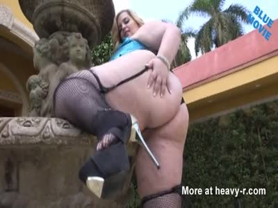 Blonde BBW Shows Big Ass And Boobs