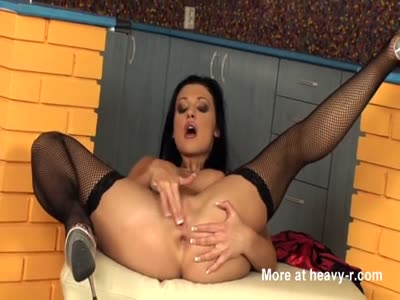 Aletta Masturbates In Stockings And High Heels