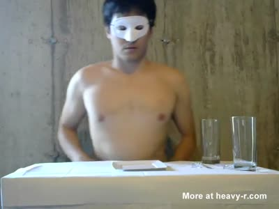 Novinho gordinho comendo bosta com refresco de urina