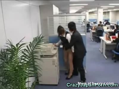 Office Girl Gives Handjob to a Colleague!