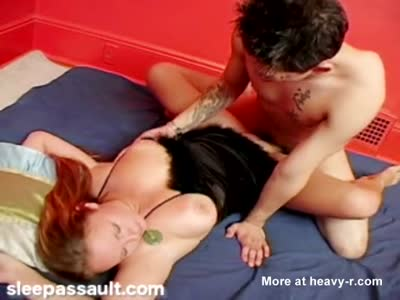 Cut brunette gets cum squirted all over her face after banging