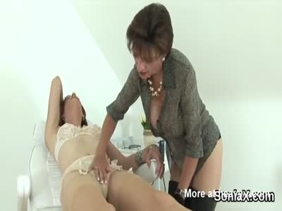 Mature Teasing And Seducing Hetero Girl