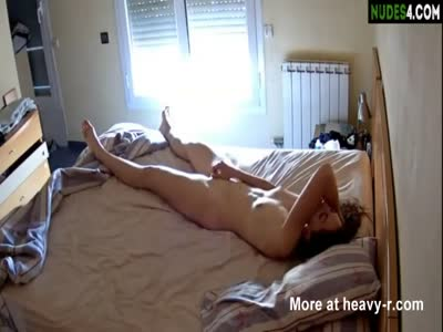 Amateur Teen Masturbates In Hotel