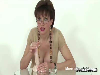 Adulterous uk mature lady sonia flashes her huge knockers