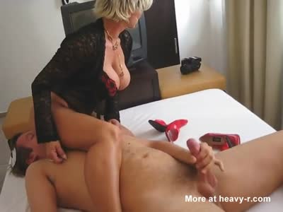 Facesitting and Handjob
