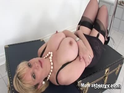 Mature Slut Didlo Tit play