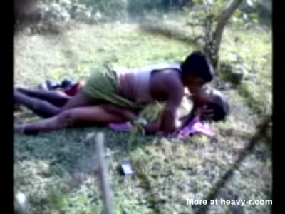 Spy video:couple of indians students caught fucking in field