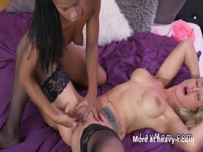 Ebony Lesbian Fisting Blonde MILF