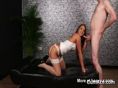Naughty stunner gets cumshot on her face sucking all the sem