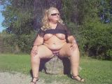 Fat chick outdoor pee