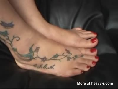 MOM FEET WORSHIPPED BY TWO TEENS - bycrisitalianslut