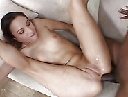 Horney Housewife Fucked The Delivery Man