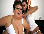 Mature Aunty Is Eating Tasty Pussy Of Young B...
