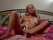 Oiled Pussy Solo Girl With A Little Vibrator ...