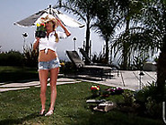 Sexy Blonde Tourist Girl Brynn Tyler Blows Di...