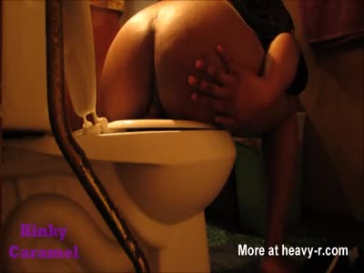 Ebony BBW Shitting