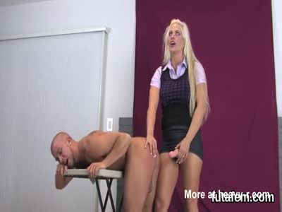 Nymphos screw bfs anal hole with big strap-ons and splatter