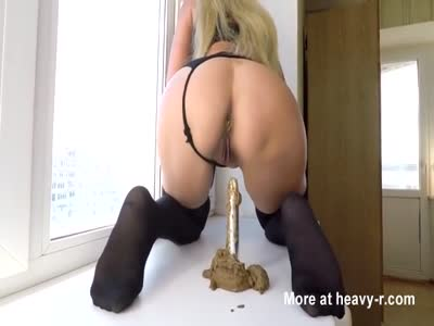 Mature Lady Crapping