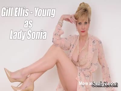 Unfaithful english mature lady sonia shows her giant tits