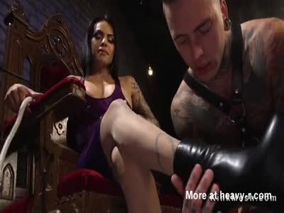 Tranny gapes and anal fucks guy