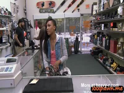 Pretty black girl fucked by pawnkeeper for a golf club