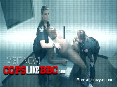 Horny officer dresses like a slut to catch horny criminals