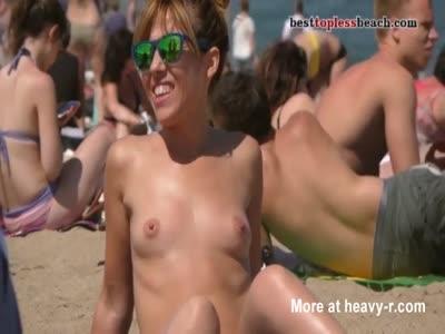 Nice girl Topless Beach Voyeur