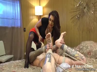 Tranny bangs inked housecleaner in motel