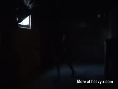 Dumb intruso slut Ashley Lane, viene catturato e hogtied