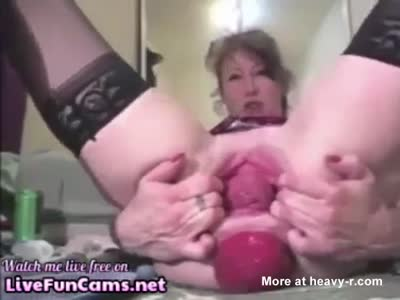 Mature Prolapsing Her Asshole