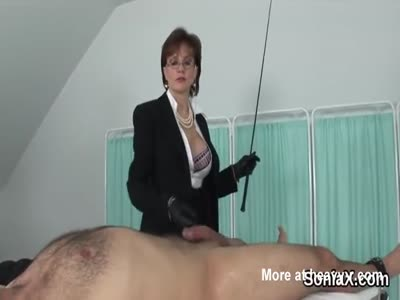 English Milf Whipping And Wanking