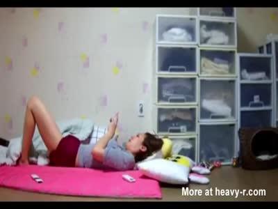 Korean step mom masturbates in the afternoon