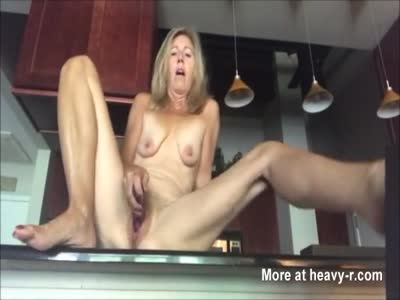 Mature kitchen masturbate
