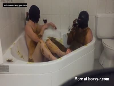 Amateur couple play scat game in tub