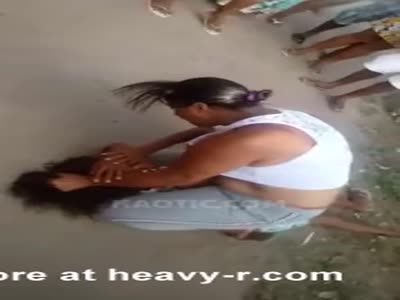 Violent fight between two girl : real video