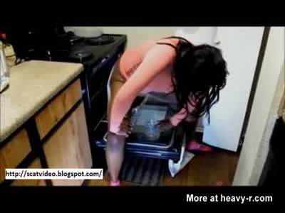 Black Girl Shitting in Oven