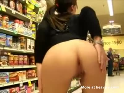 Risky Ass Flash In Supermarket