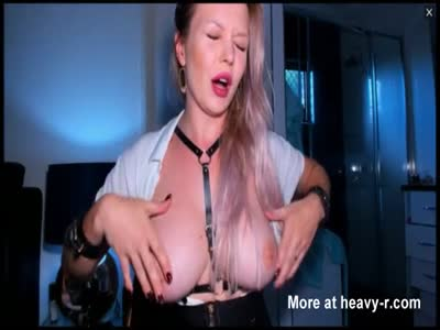 Squirty Blonde Babe Likes Pussy Play