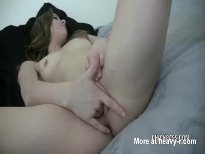 Cute Teen Makes Her Sweet Pussy Cum