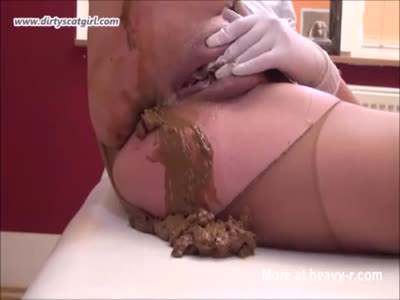 Scat Show In Pantyhose