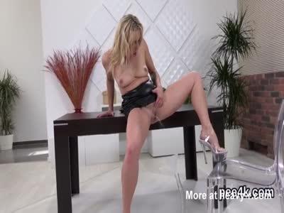 Peeing Chick