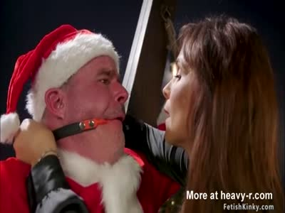 Milf femdom rides face to Santa