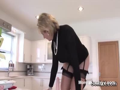 Unfaithful british mature gill ellis exposes her massive boo