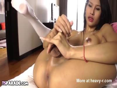 Asian Shemale Sai Gets Herself Off