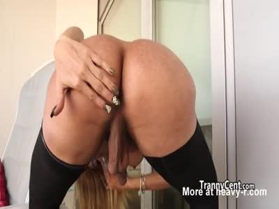 Hot sheshaft masturbating solo