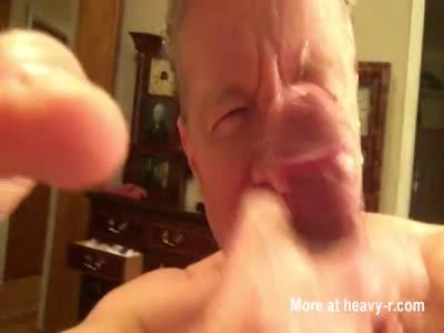 Porn Faggot Neal Blosmen Takes a Cum Facial